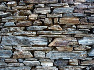 Batu-alam-untuk-dinding-luar-rumah